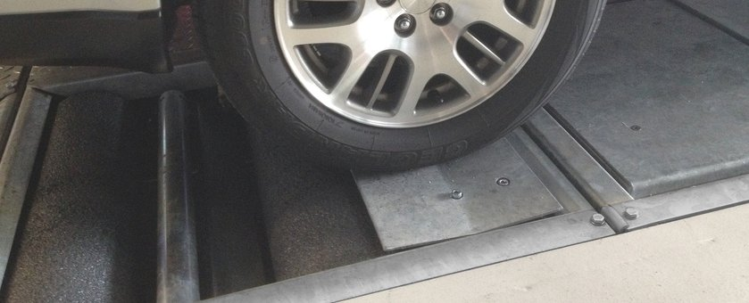 Car on suspension plate
